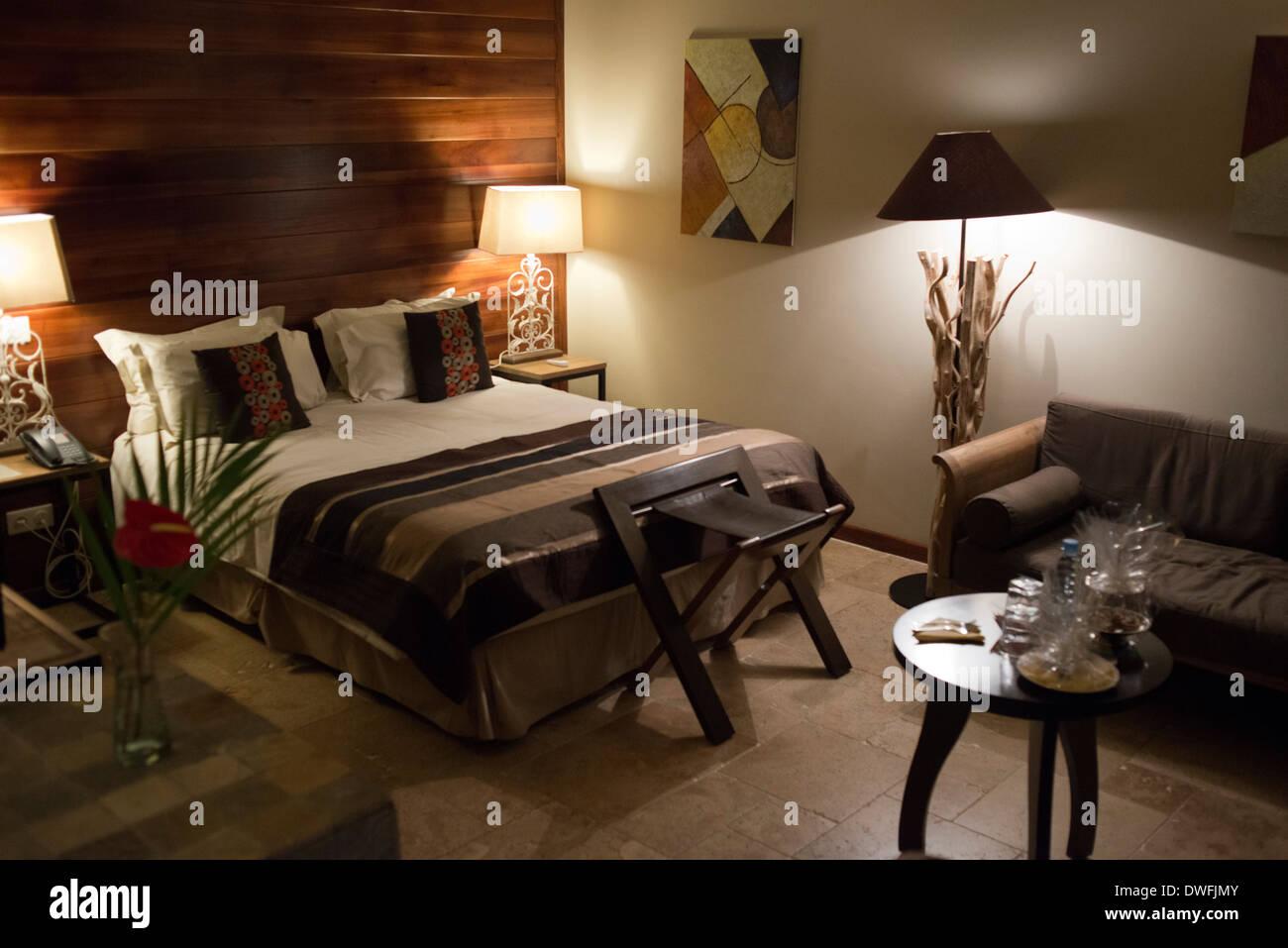 Inerior camere di Hotel Diana Dea Lodg. Gli ospiti possono gustare cocktail e pasti in una magnifica casa di campagna, 600 metri di altezza Immagini Stock