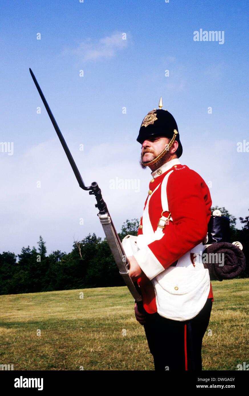 57Th Middlesex Regiment, 1880, soldato, fissato a baionetta, rievocazione storica del XIX secolo esercito britannico soldato soldati uniformi uniforme Inghilterra fucili a canna di fucile Immagini Stock