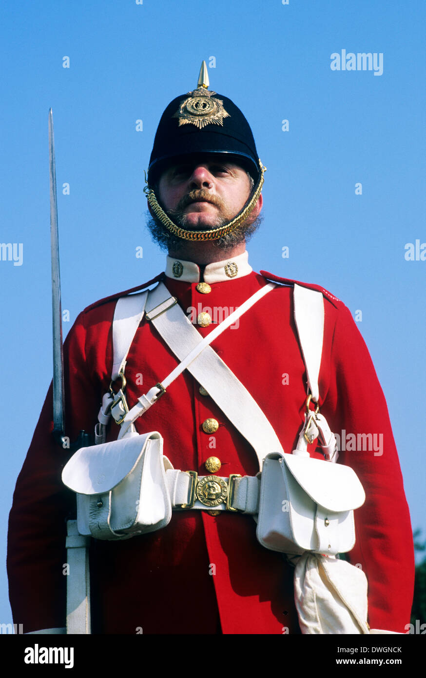 British piedi soldato, 57th Middlesex Regiment, 1880, fissato a baionetta, rievocazione storica Inghilterra soldato redcoat soldati del XIX secolo uniformi uniforme Immagini Stock