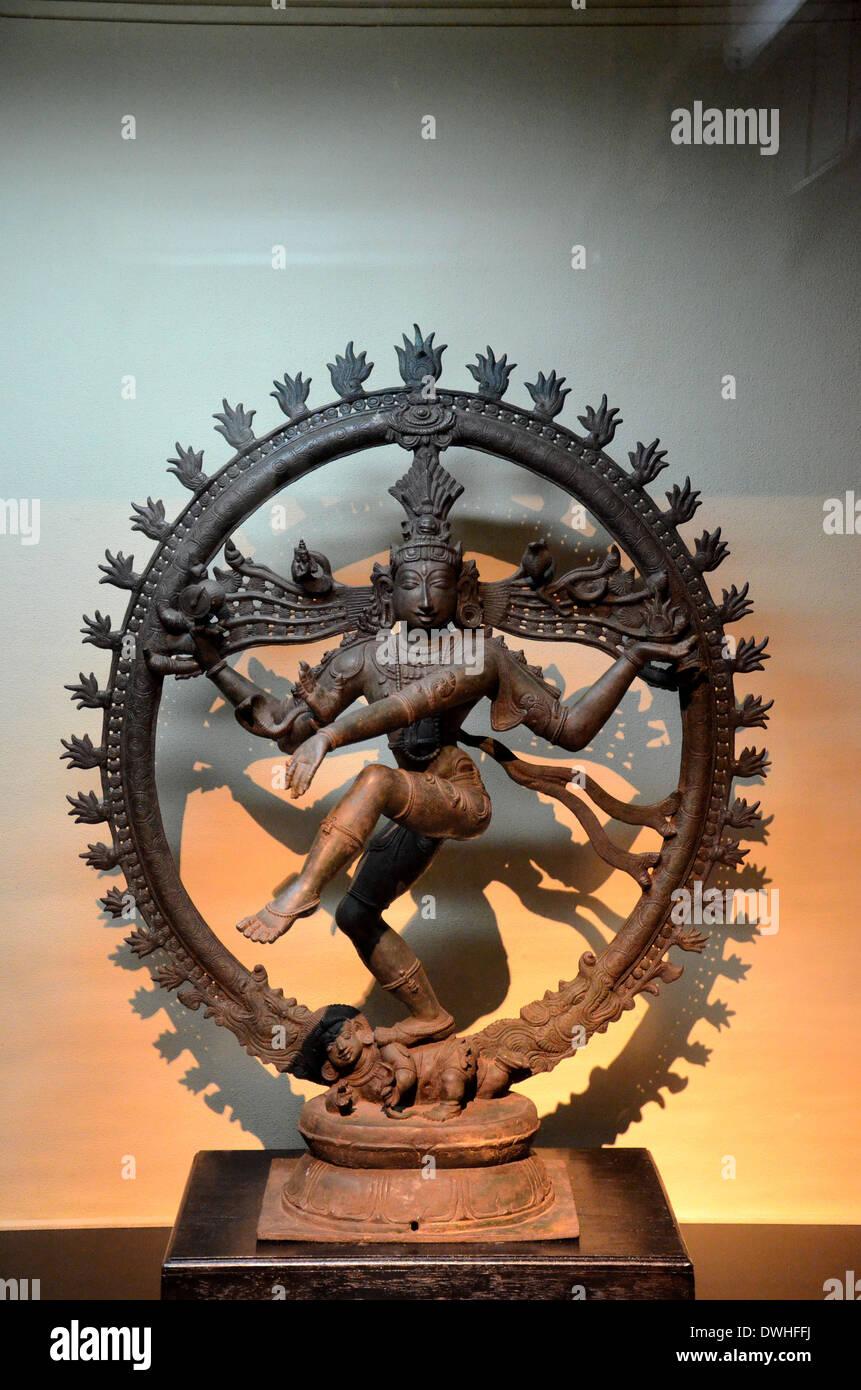 Statua della divinità Indù signore Shiva in Nataraja dance pongono Immagini Stock