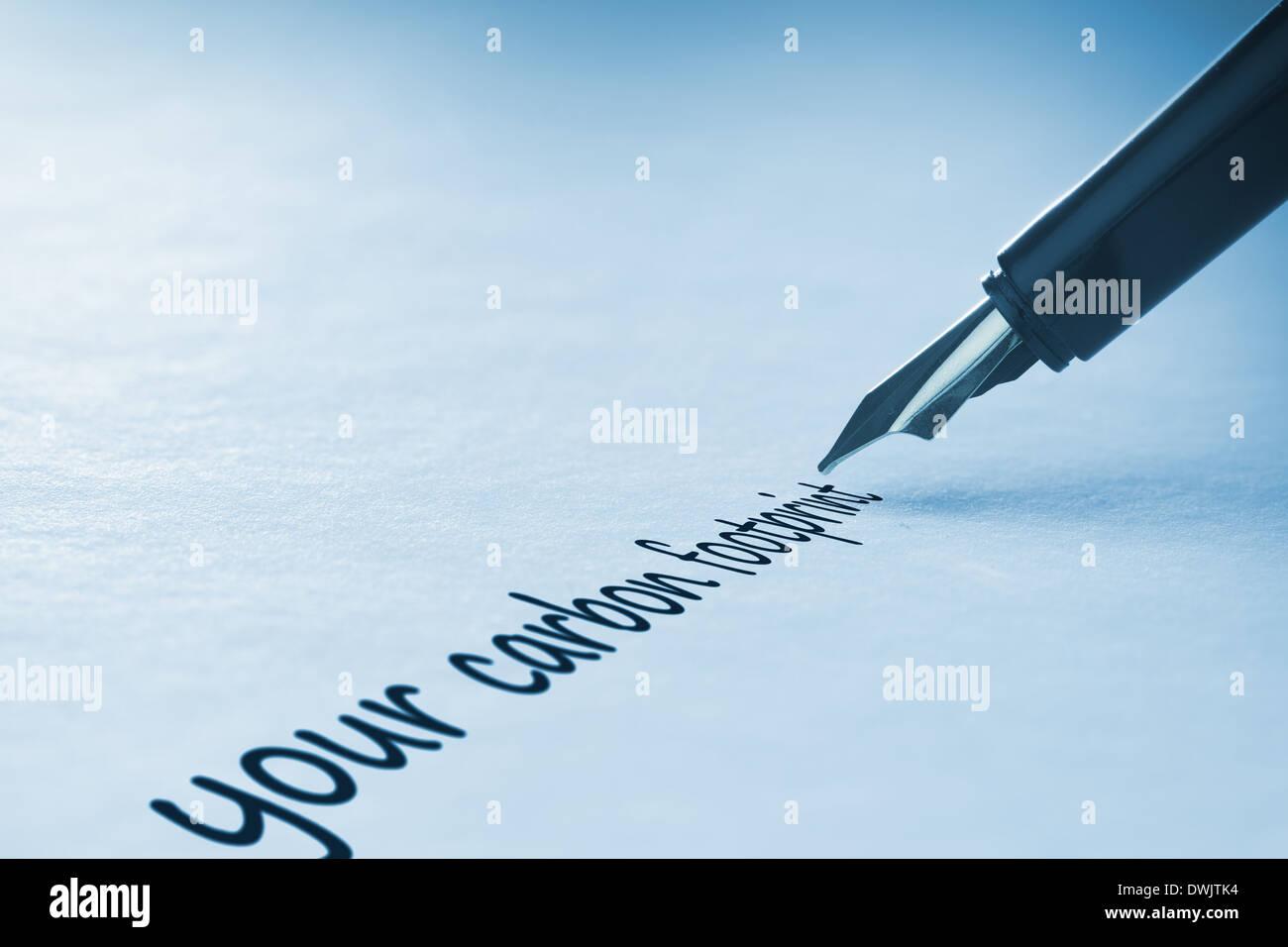 Penna stilografica a scrivere la vostra impronta di carbonio Immagini Stock