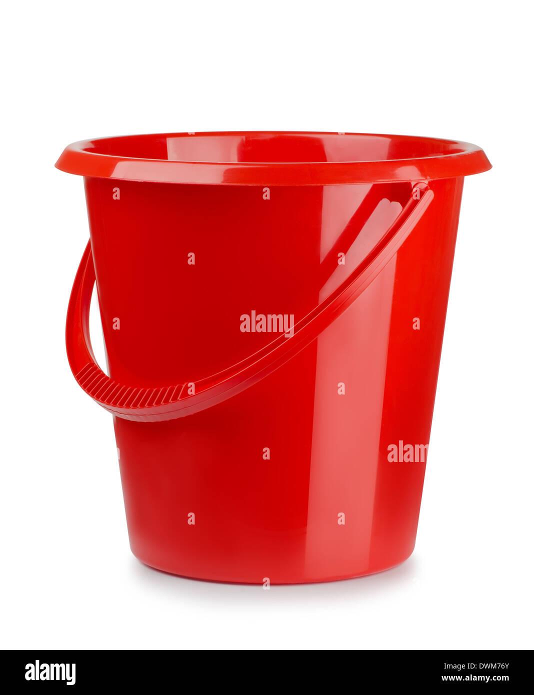 Red secchio di plastica isolato su bianco Immagini Stock