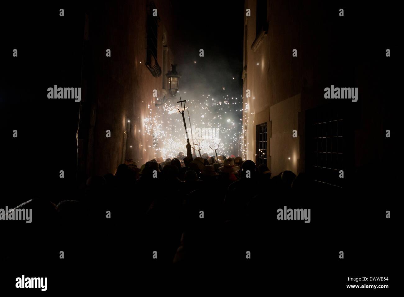 Correfoc (catalano fuochi d' artificio tradizione) di Granollers, Barcellona, Spagna Immagini Stock