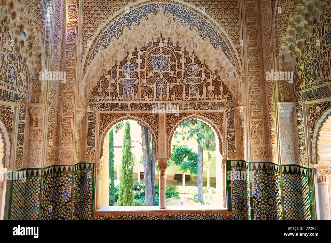 Arabesque stalattiti moresco o morcabe architettura di Palacios Nazaries, Alhambra. Granada, Andalusia, Spagna. Immagini Stock
