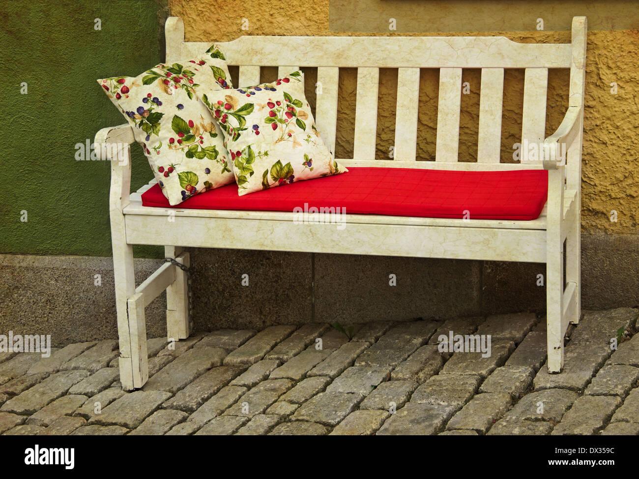 Cuscini Per Panca In Legno.Rustico Romantica Panca In Legno Con Cuscini Per Esterno