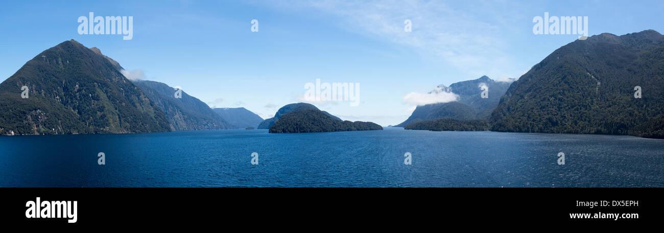 Doubtful Sound e nel Parco Nazionale di Fiordland, Nuova Zelanda Immagini Stock
