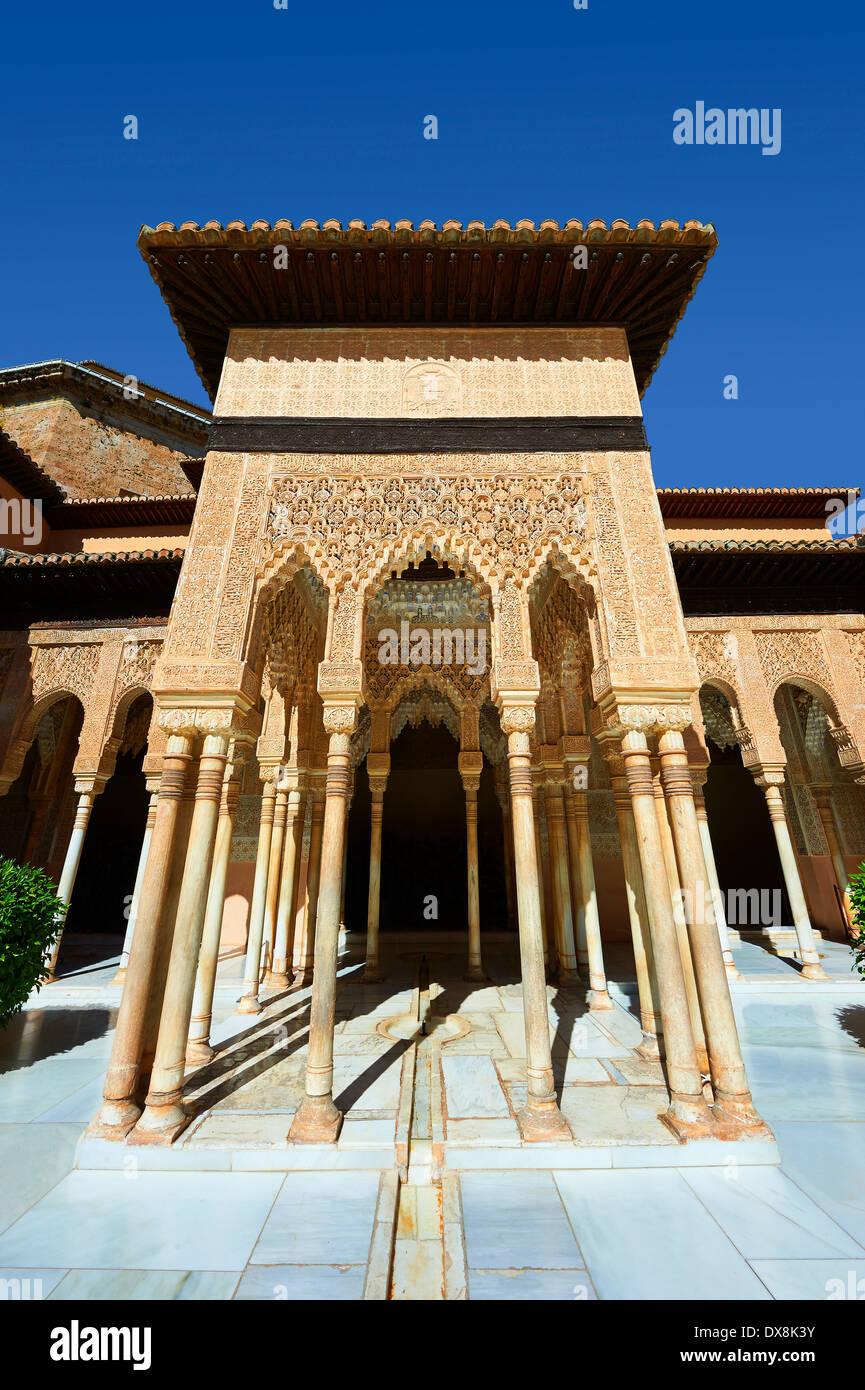 Nasrid mocarabe Arabesque architettura moresca della Corte dei leoni del Palacios Nazaries, Alhambra. Granada, Immagini Stock