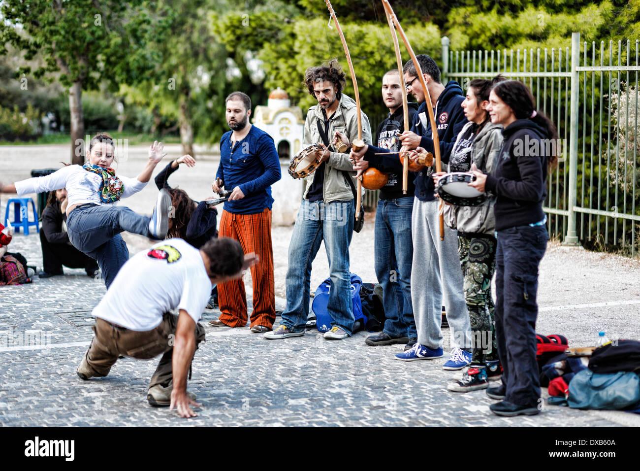 Capoeira in strada di Atene, Grecia Immagini Stock