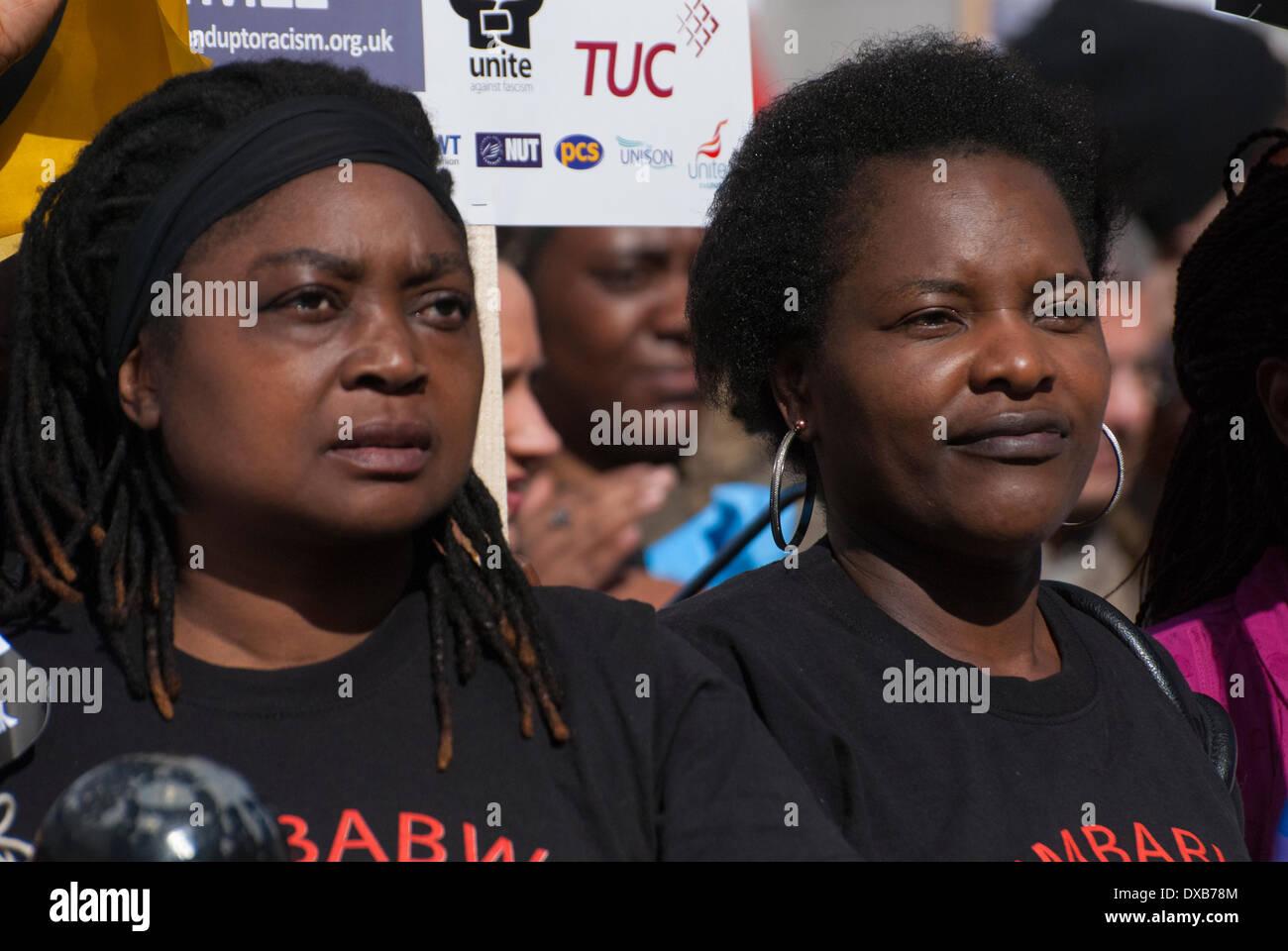 Londra, Regno Unito. Il 22 marzo 2014. Le persone si sono riunite per il rally Anti-Racism ascoltare gli altoparlanti a Londra in Trafalgar Square. Credito: Peter Manning/Alamy Live News Immagini Stock
