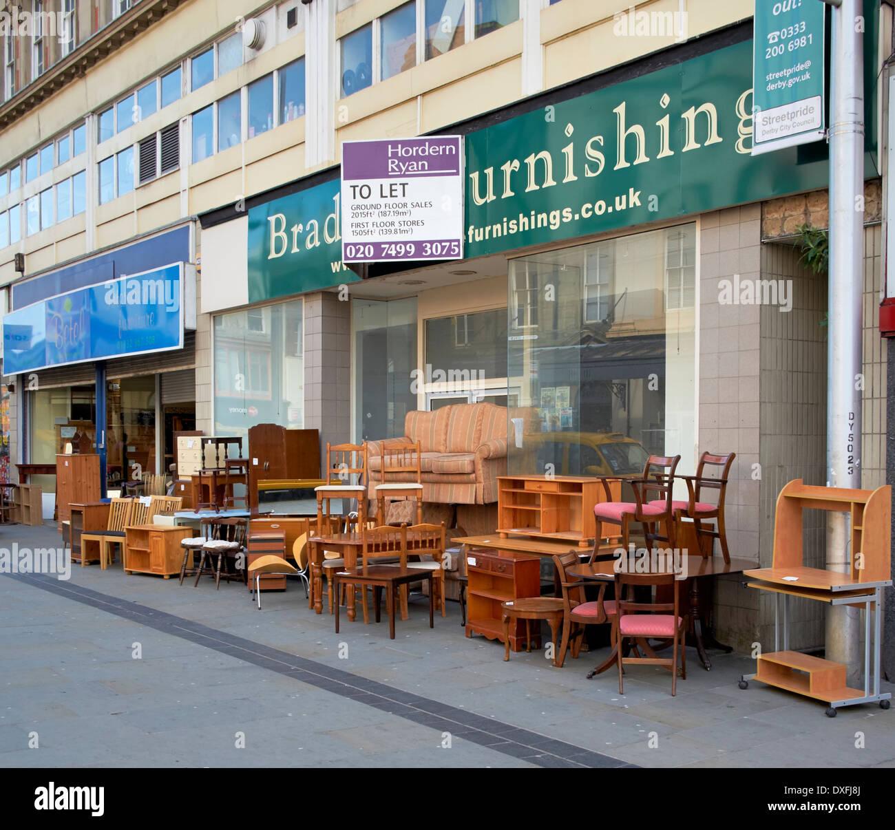 Usato di seconda mano mobili in vendita su un UK high street Immagini Stock