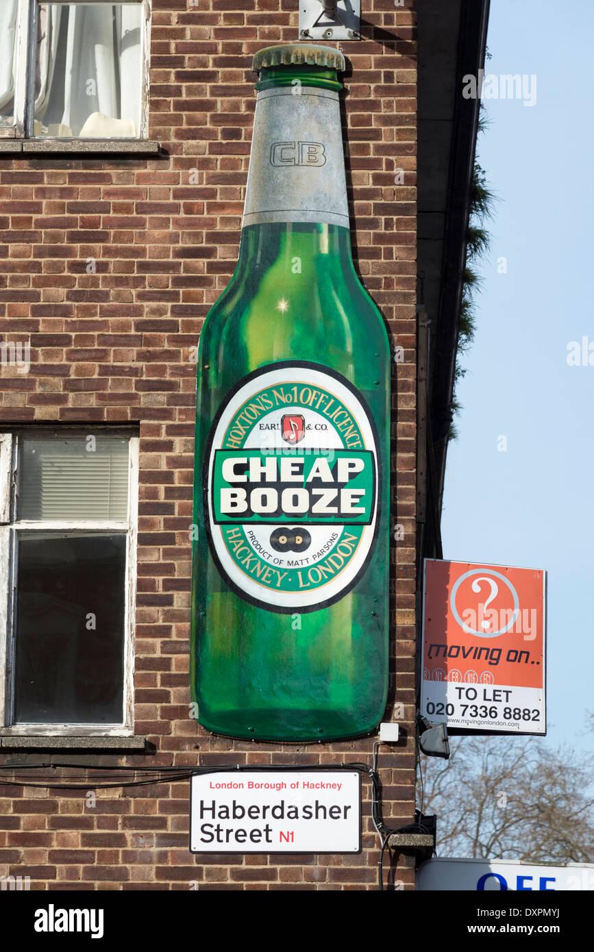 Cheap Booze off-licenza segno, Hoxton, London, England, Regno Unito Immagini Stock