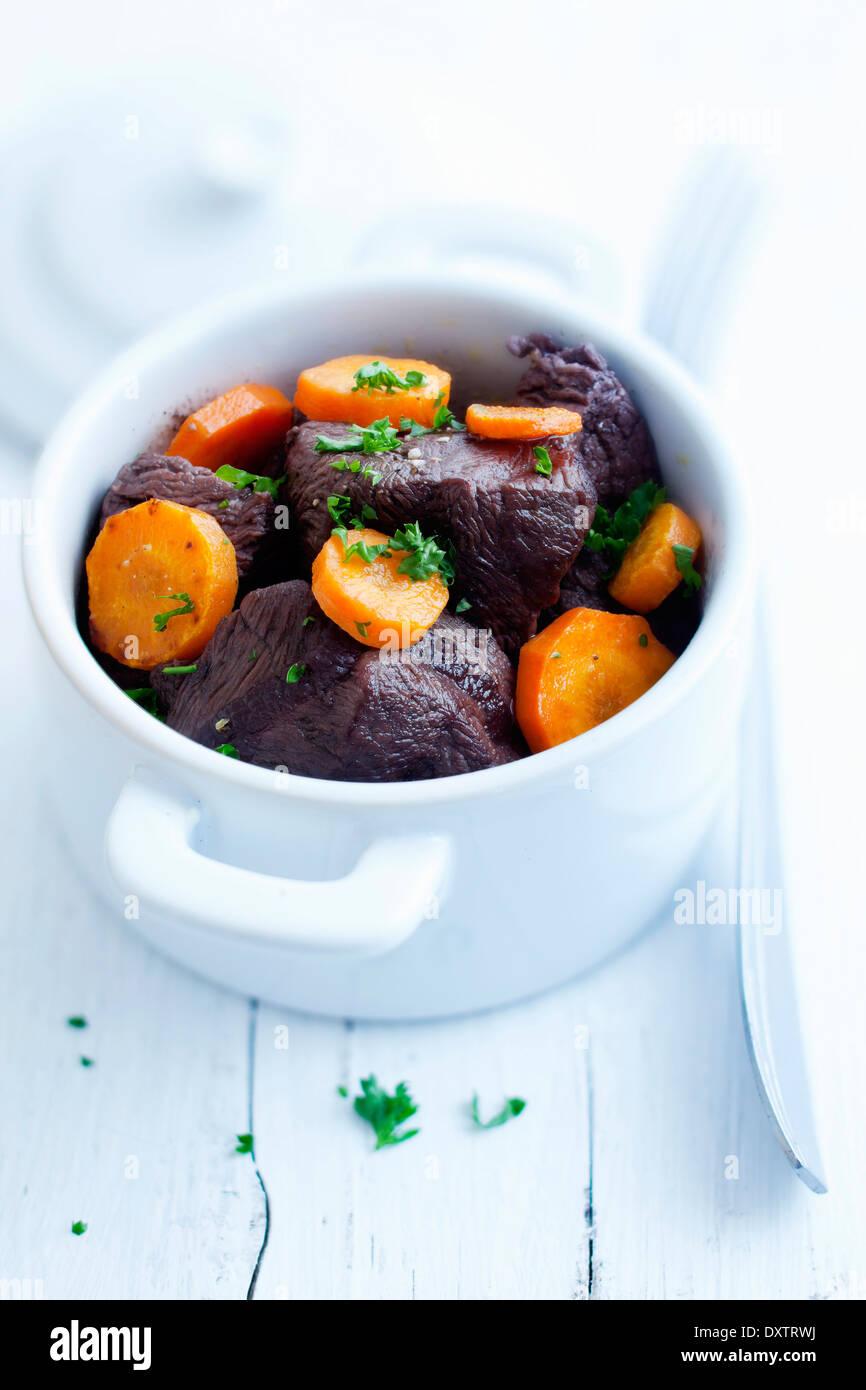 Carni bovine e stufato di carota Immagini Stock