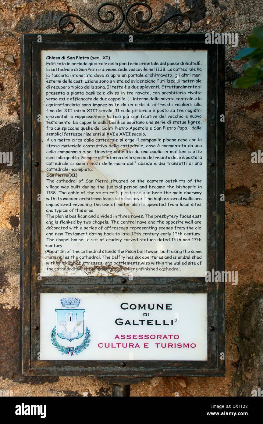 Cartello all'entrata di San Pietro vecchia cattedrale, Galtelli, Sardegna, Italia Immagini Stock