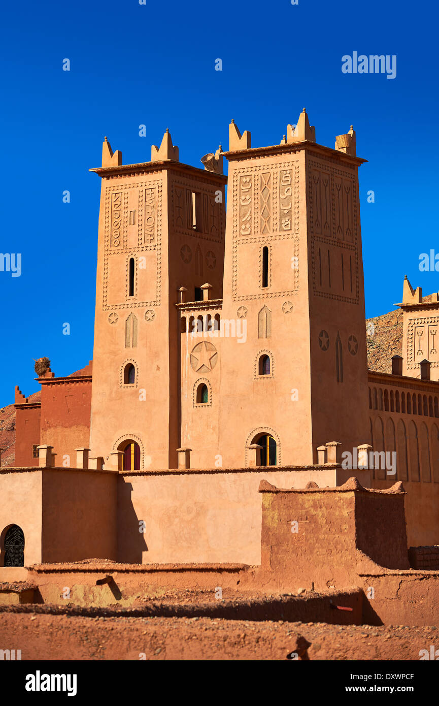 Kasbah di Tamedaght nella valle Ounilla insieme ai piedi delle colline di altas montagna, Marocco Immagini Stock