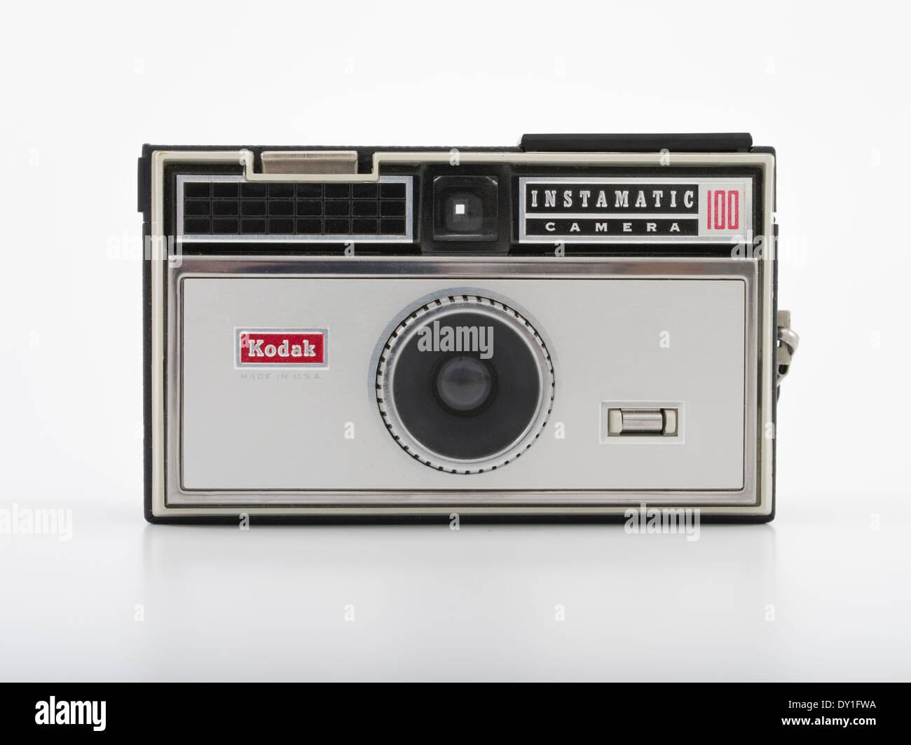 Kodak Instamatic 100 Film fotocamera con flash che utilizza il formato 126 film. Kodak 1963. Immagini Stock