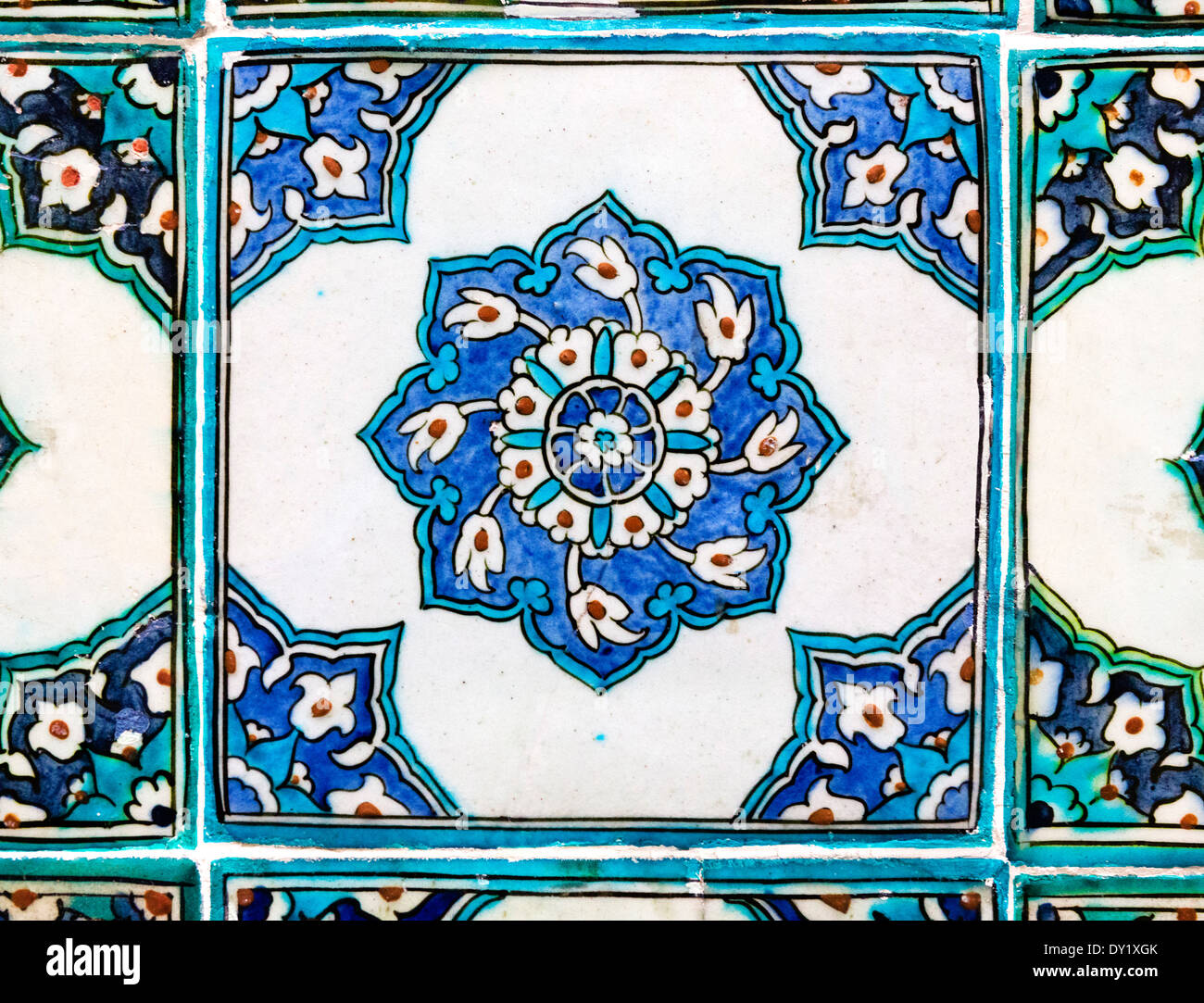 Piastrelle decorative all'Harem del Topkapi Palace (Topkapi Sarayi), quartiere di Sultanahmet, Istanbul, Turchia Immagini Stock