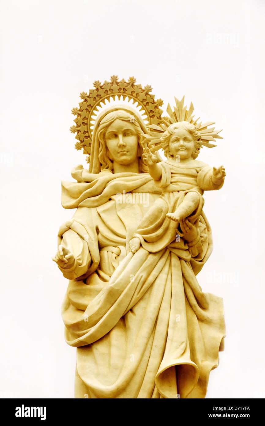 La Madonna e il Bambino statua; concetto : religione il cristianesimo cattolico romano, il cattolicesimo Immagini Stock