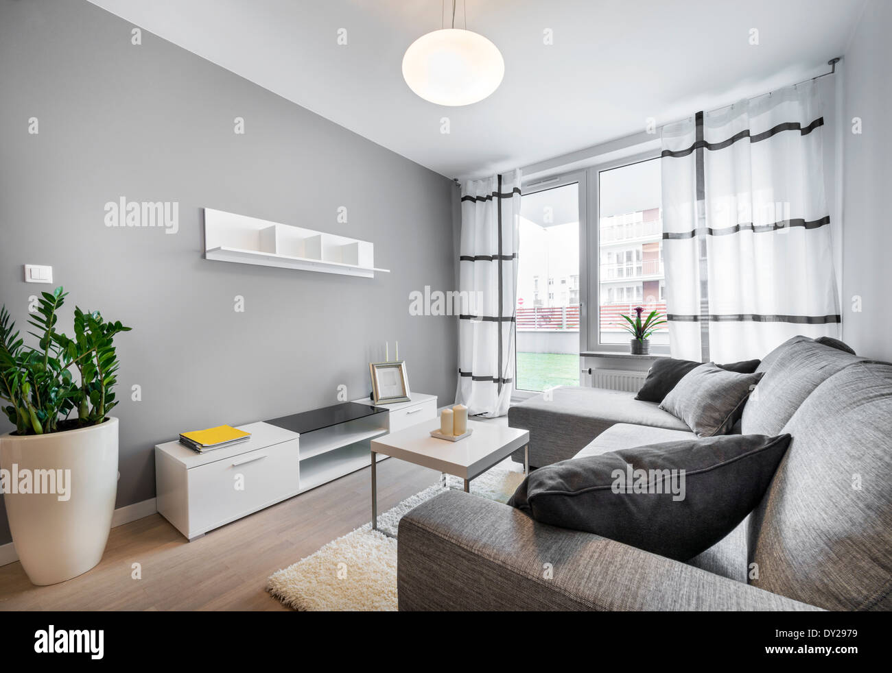 Pareti Grigie Salotto : Interior design moderno salotto con pareti grigie foto immagine