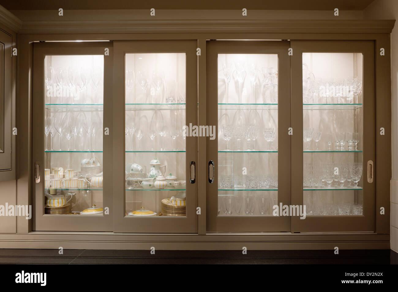 Credenza Con Porte Scorrevoli : Vetreria a credenza con ante vetro scaffalatura porta scorrevole