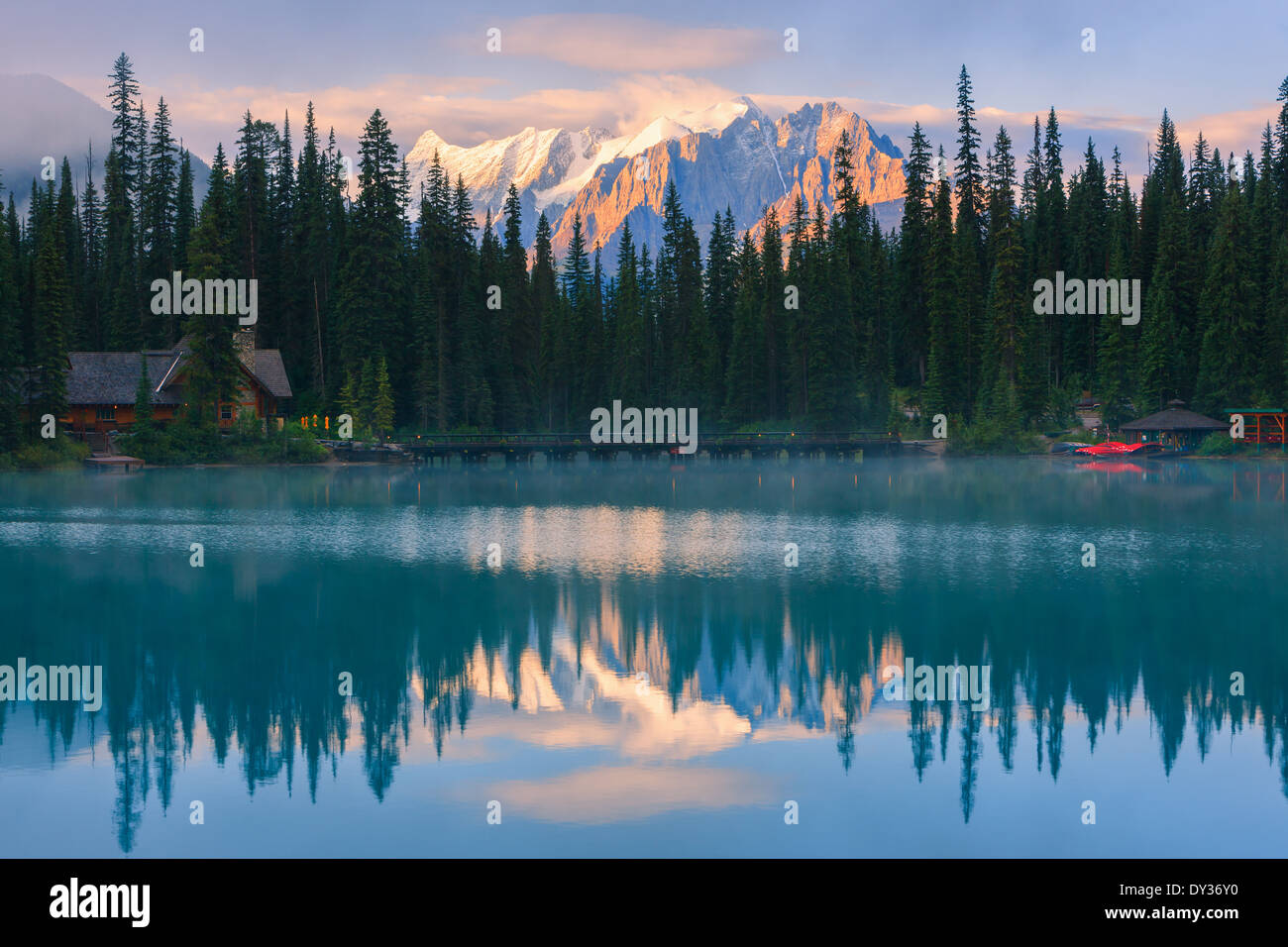 Sunrise Lago Smeraldo nel Parco Nazionale di Yoho, British Columbia, Canada Immagini Stock