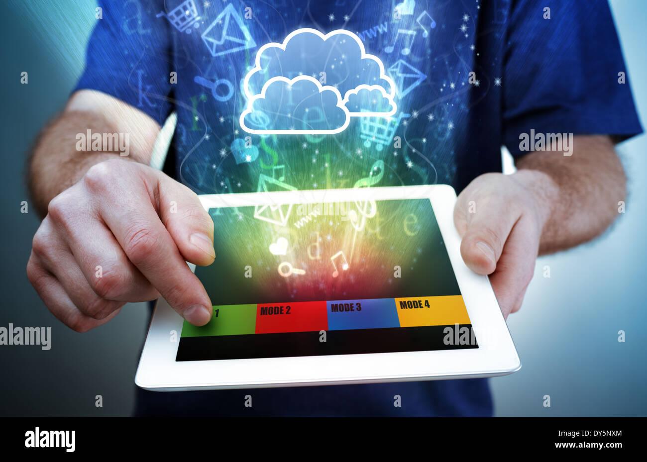 Tavoletta digitale, multimediale e il cloud computing Immagini Stock