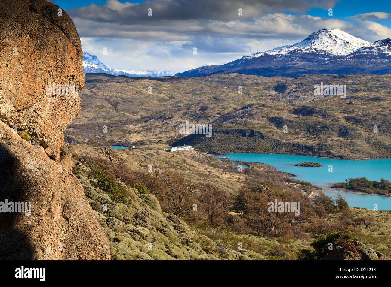 Hotel Explora Salto Chico sul Lago Pehoe, dall approccio alla Condor punto di vista, Parco Nazionale Torres del Paine, Patagonia, Cile Immagini Stock