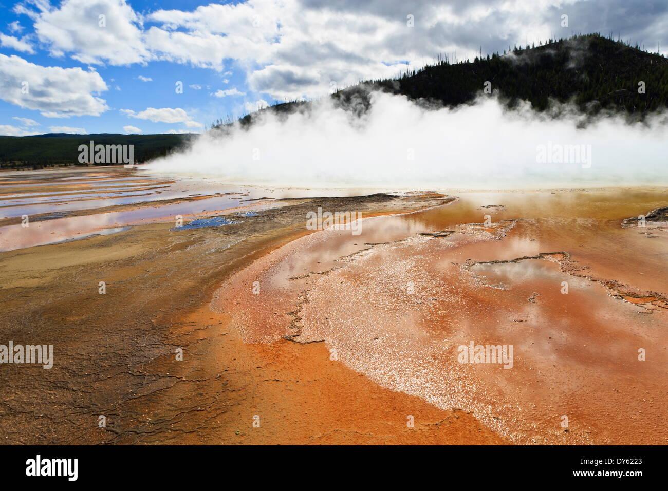 I colori luminosi e di vapore, Grand Prismatic Spring, il Parco Nazionale di Yellowstone, sito UNESCO, Wyoming USA Immagini Stock