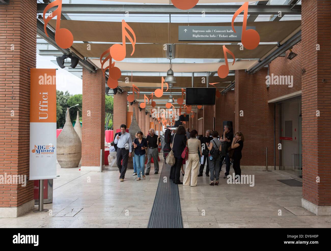 Sale Parco Della Musica Roma : Corridoio esterno auditorium parco della musica di roma italia