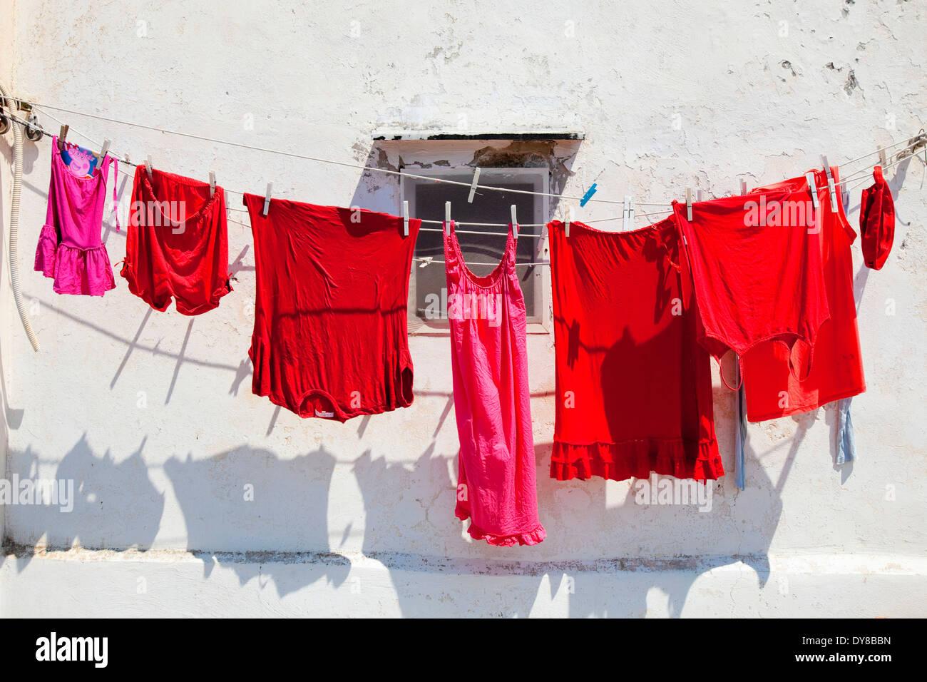 Pulire brillante clip per abiti abiti abiti di linea pin cavo abbigliamento giorno di asciugatura a secco appendere appeso faccende di casa Italia linea bucato, Immagini Stock
