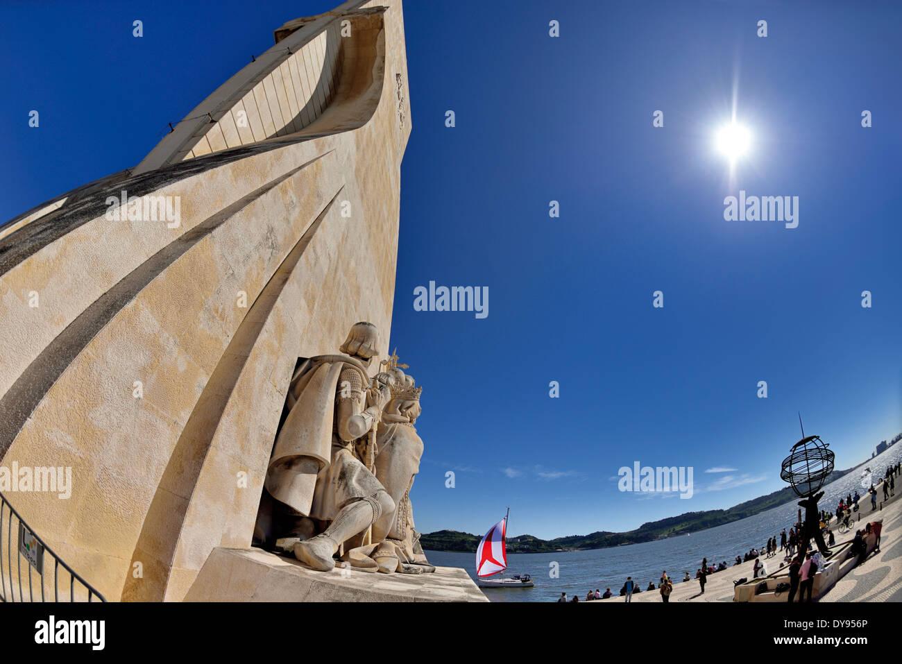 Il Portogallo, Lisbona: dettaglio del Monumento delle Scoperte Immagini Stock
