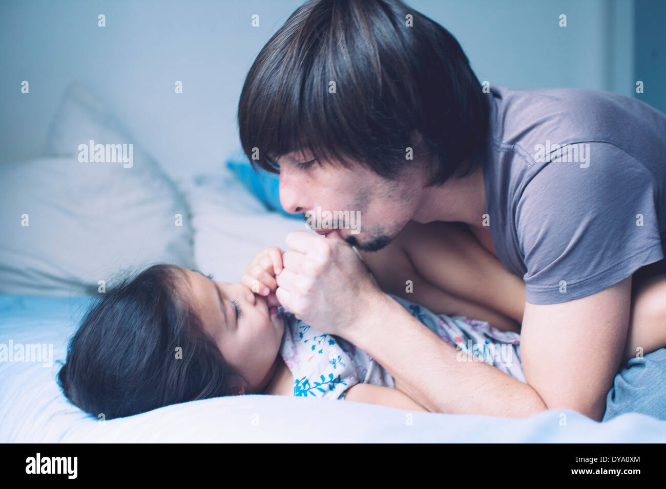 Padre trascorrere del tempo di qualità con la giovane figlia Immagini Stock