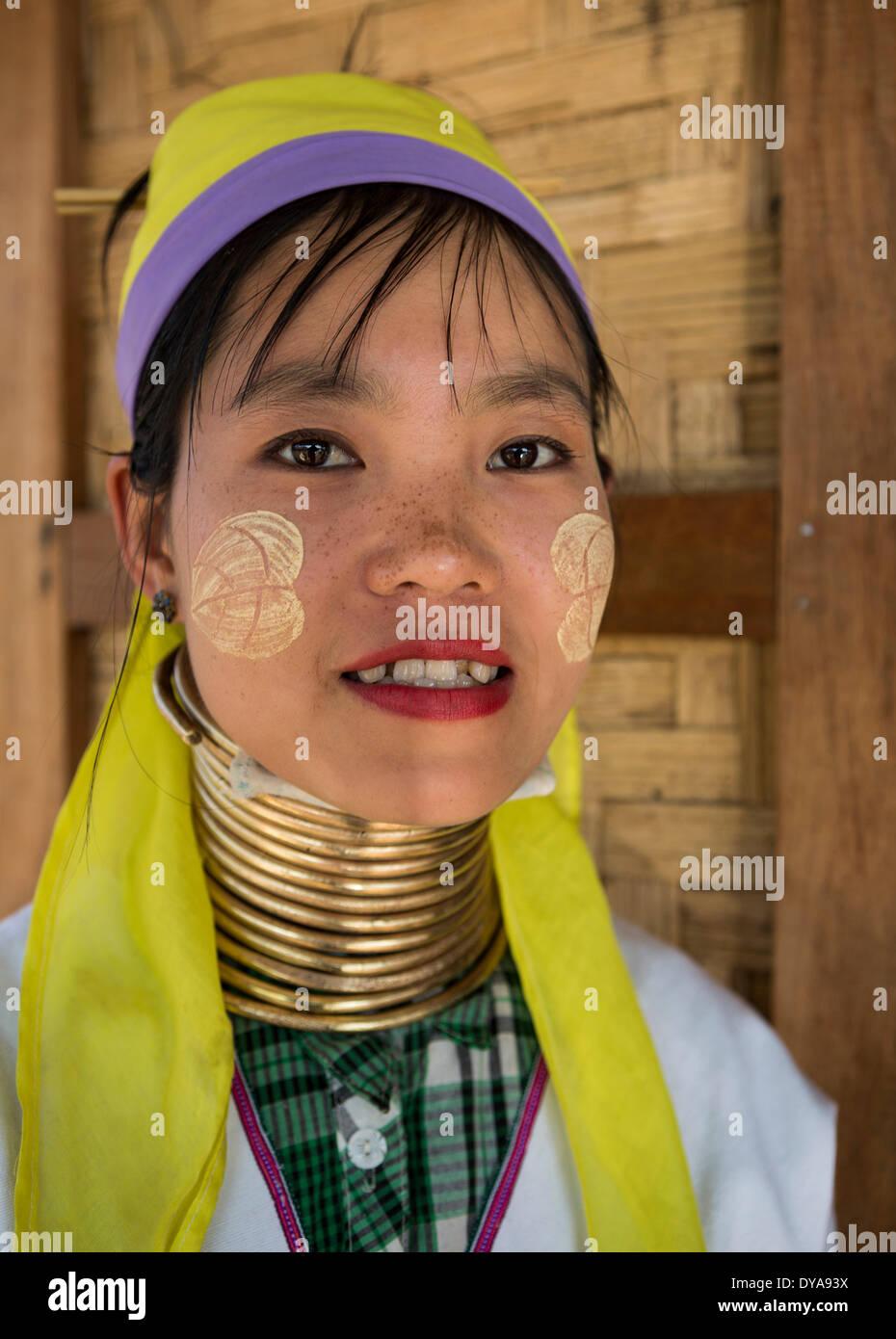 Donna giraffa Inle MYANMAR Birmania Asia attrazione fede colorato lago collo lungo e doloroso religione tradizione turistica travel Immagini Stock