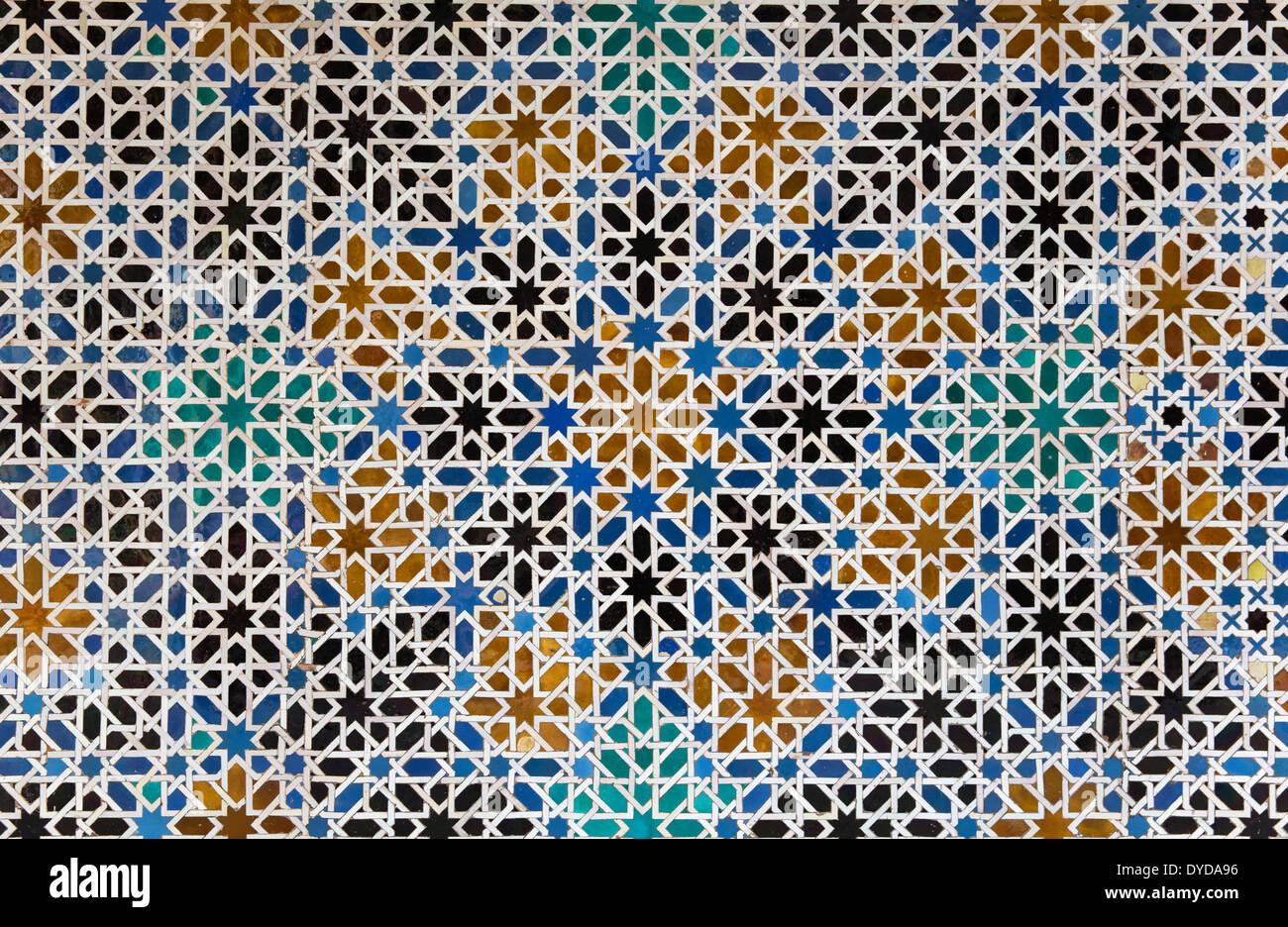 Mudéjar di piastrelle con tipici disegni geometrici moreschi nell