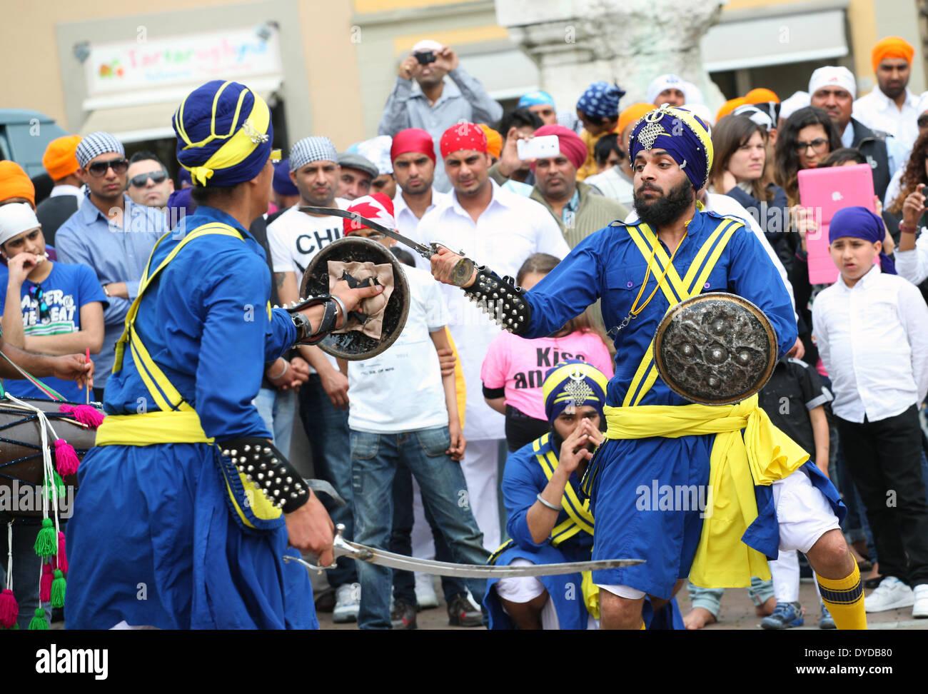 SAN GIOVANNI VALDARNO, Toscana, Italia - 15 April, 2014. NagarKirtan, Indiano processione religiosa ha celebrato Foto Stock