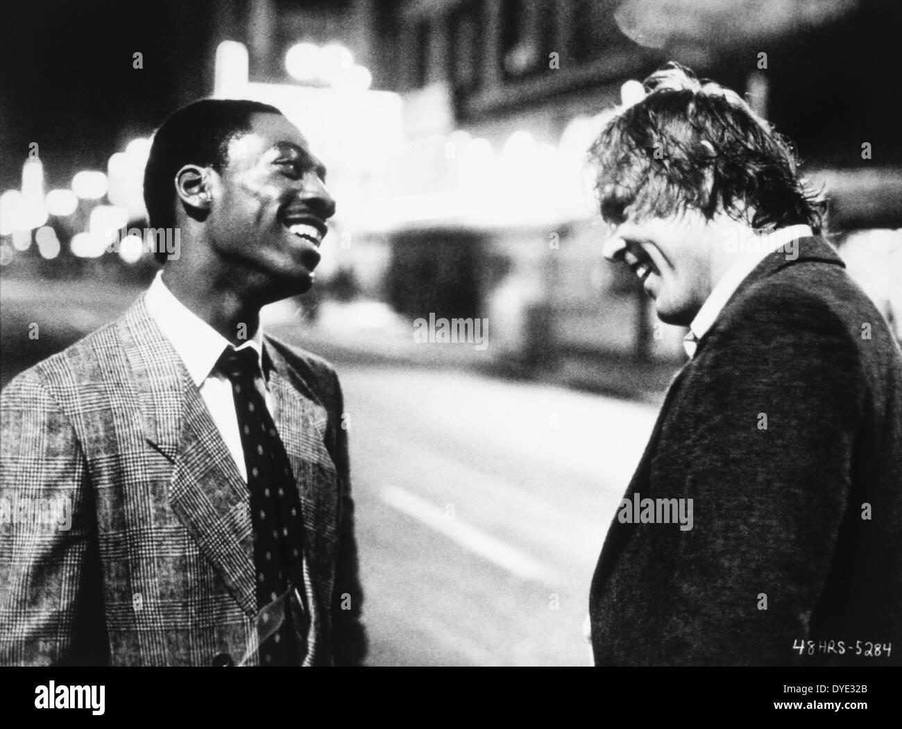 """Eddie Murphy e Nick Nolte, sul set del film """"48 ore.', 1982 Immagini Stock"""