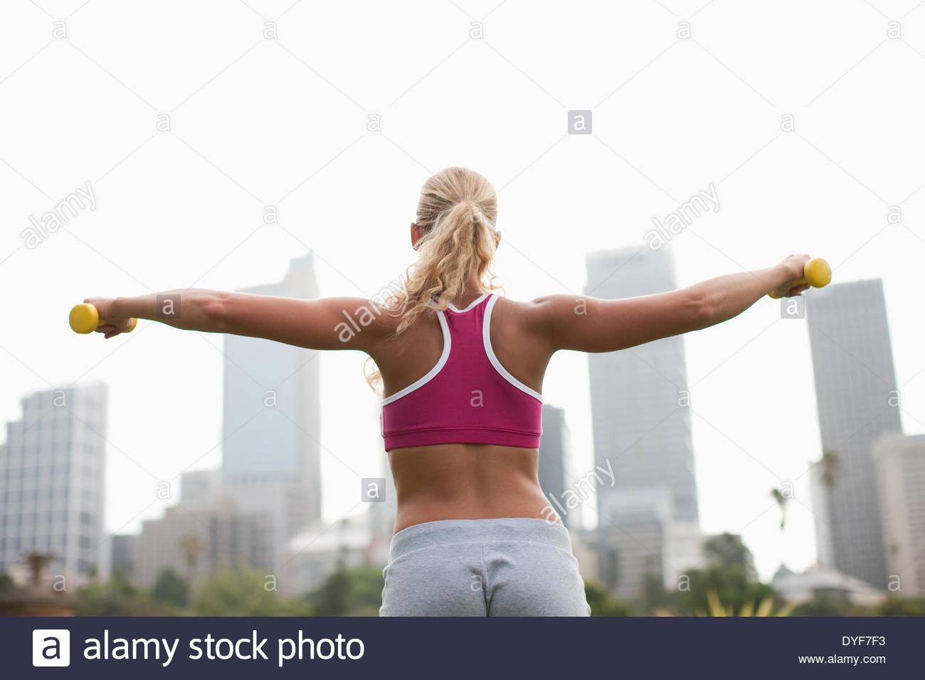 Donna sollevamento pesi Immagini Stock