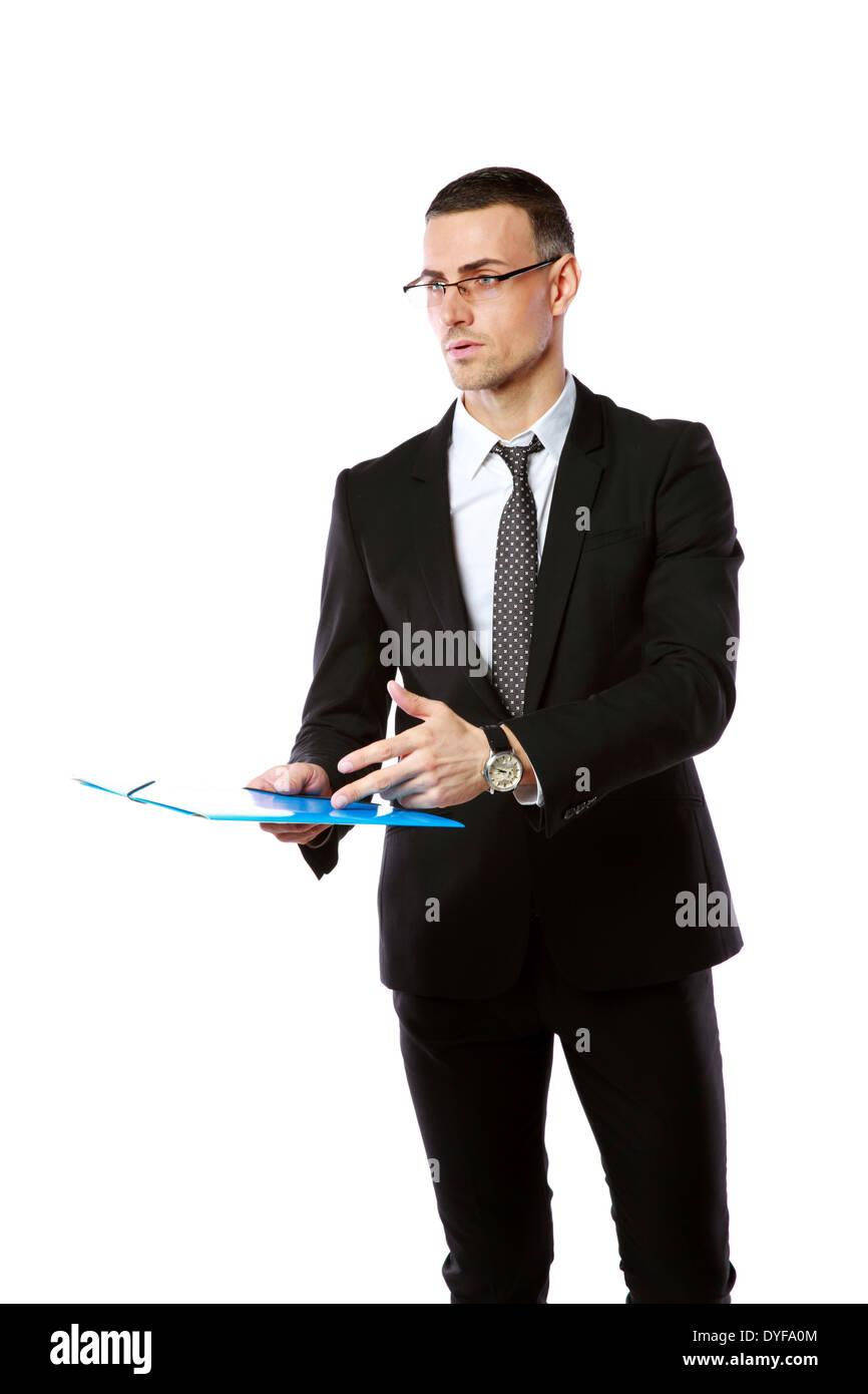 Ritratto di un imprenditore fiducioso con cartella isolata su uno sfondo bianco Immagini Stock