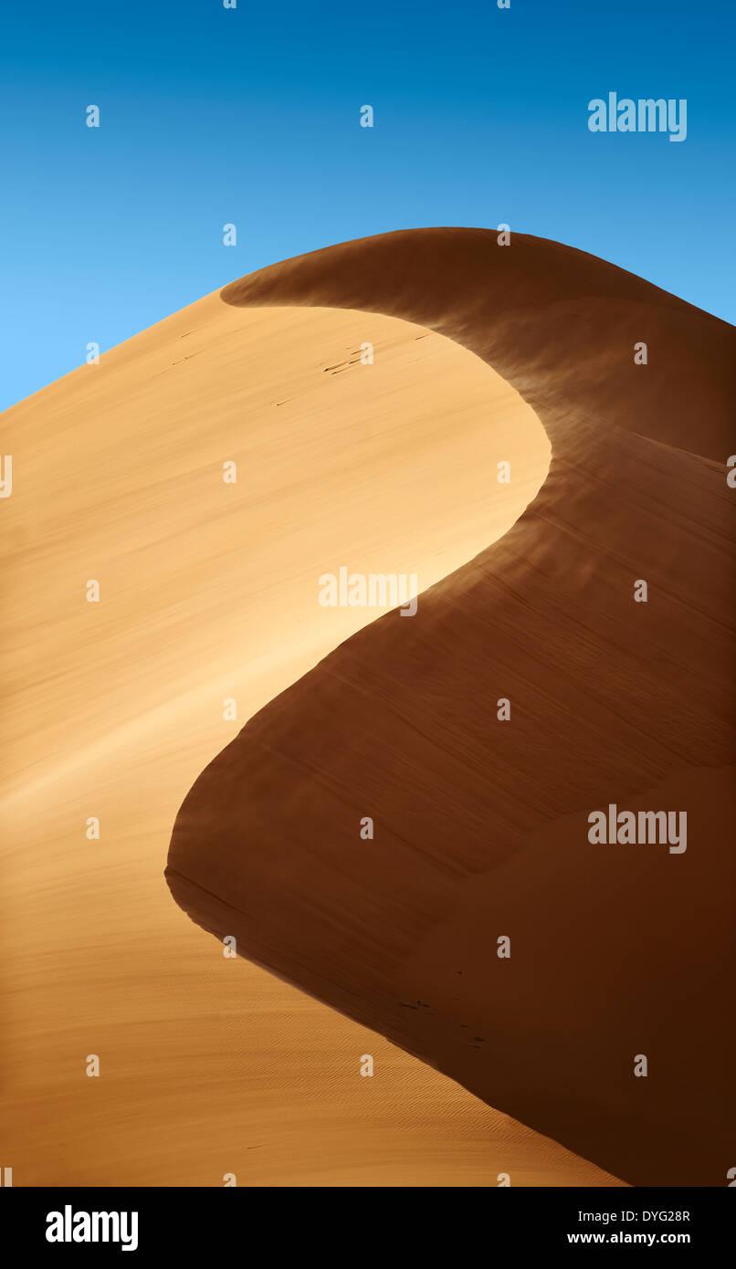 La sabbia è soffiato sul Sahara dune di sabbia di Erg Chebbi Marocco Foto Stock
