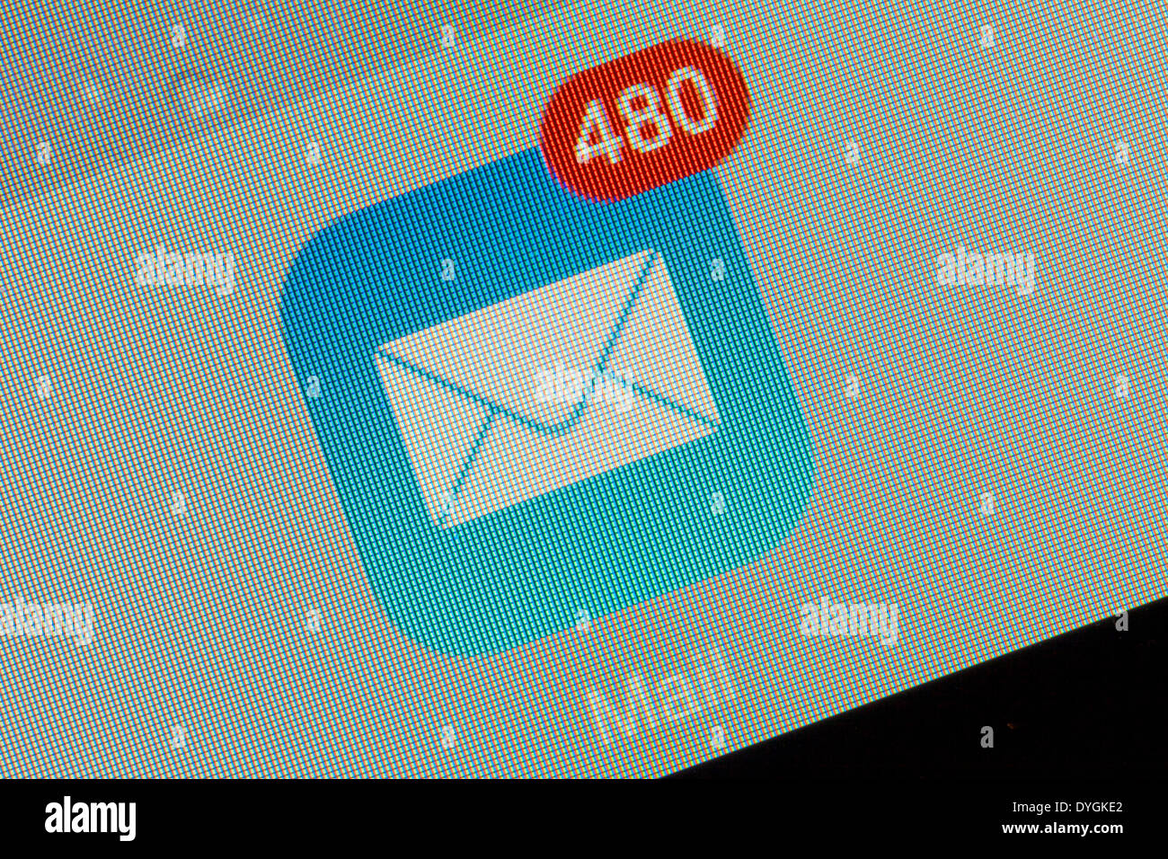 Casella di posta elettronica logo icona app con mail in attesa su un iPad Immagini Stock