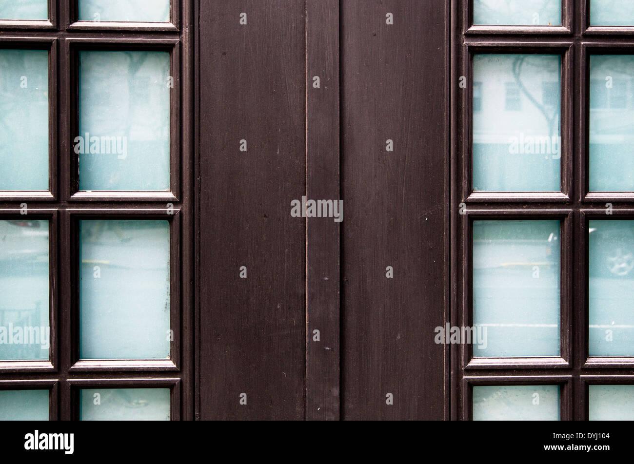 Laccato nero porta anteriore fram con lastre di vetro e