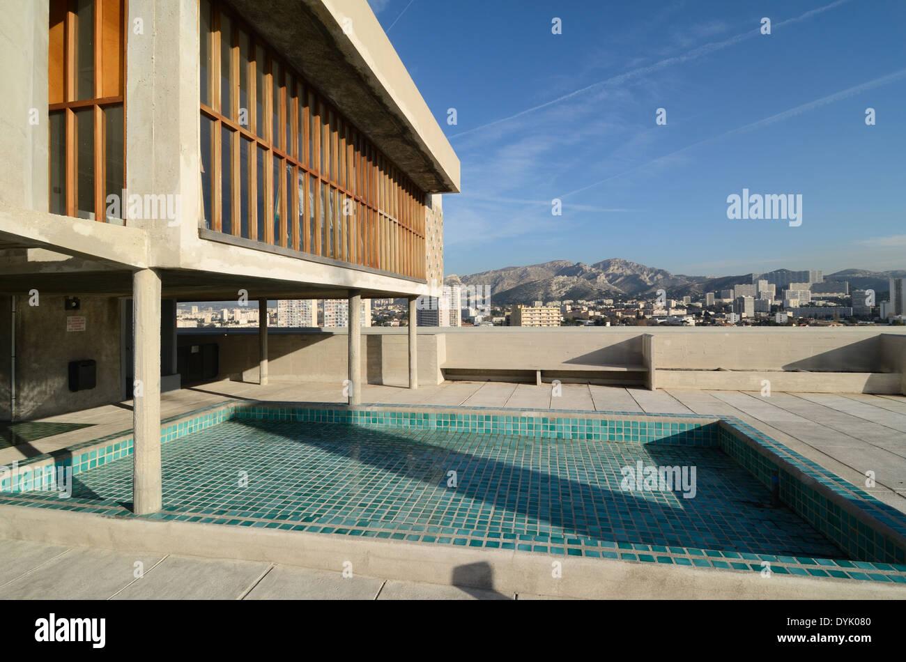 La terrazza sul tetto e la piscina della Cité Radieuse o Unité d ...
