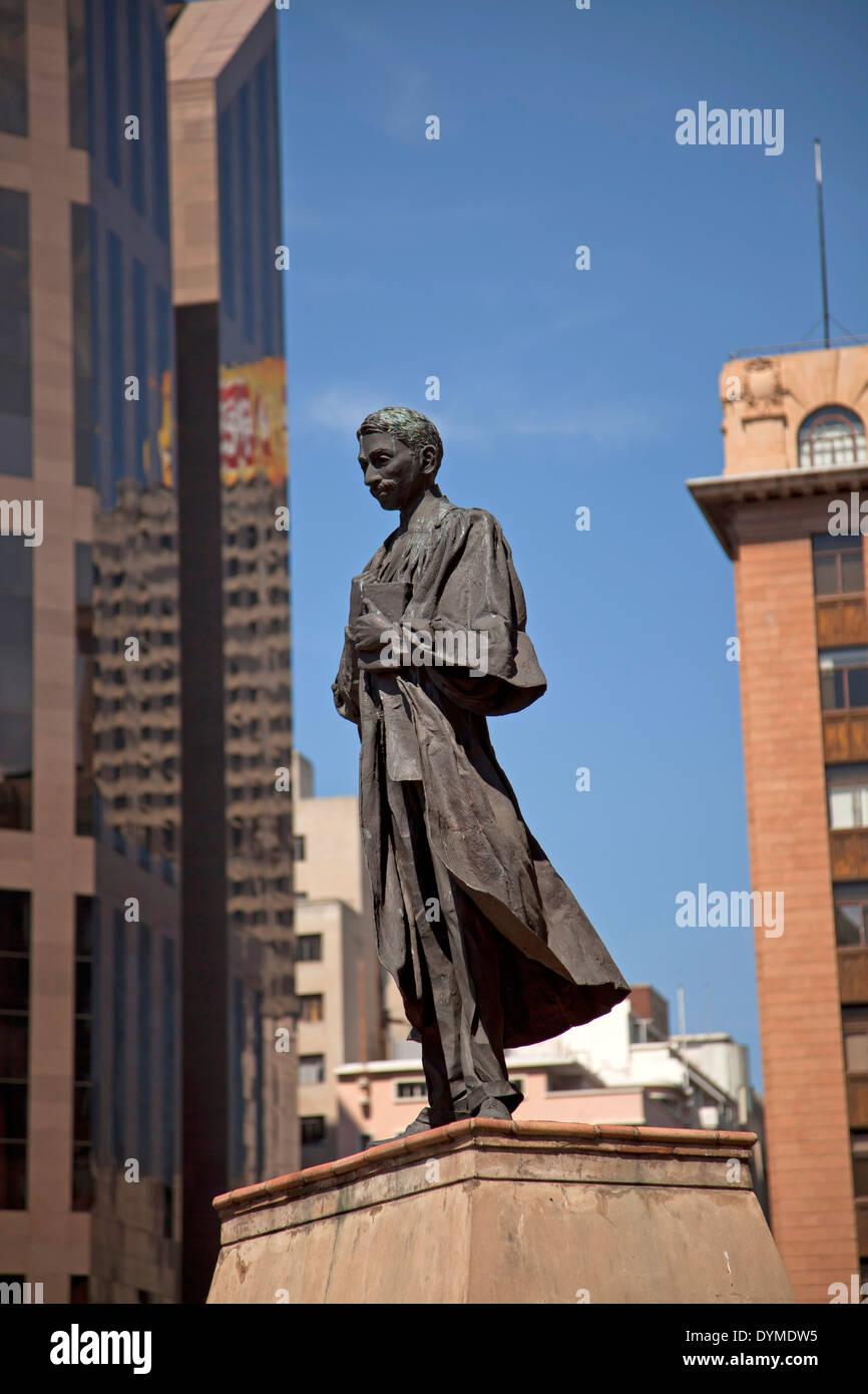 Ghandi statua sulla centrale Piazza Ghandi a Johannesburg Gauteng, Sud Africa e Africa Immagini Stock