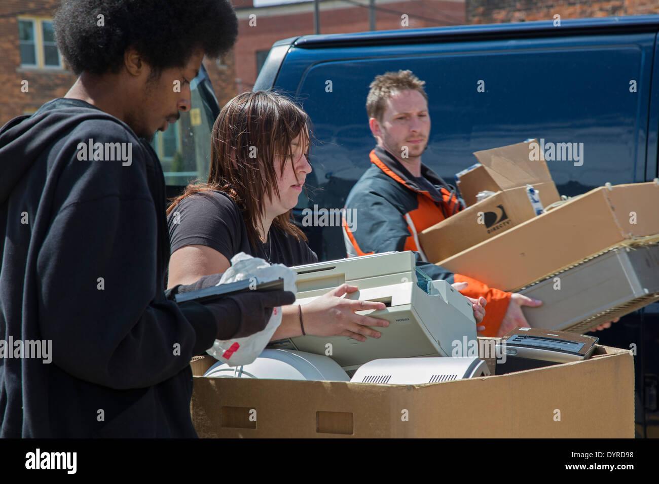 Detroit, Michigan - Vecchio e indesiderati gli elementi elettronici sono raccolti per il riciclaggio presso la Wayne State University. Immagini Stock