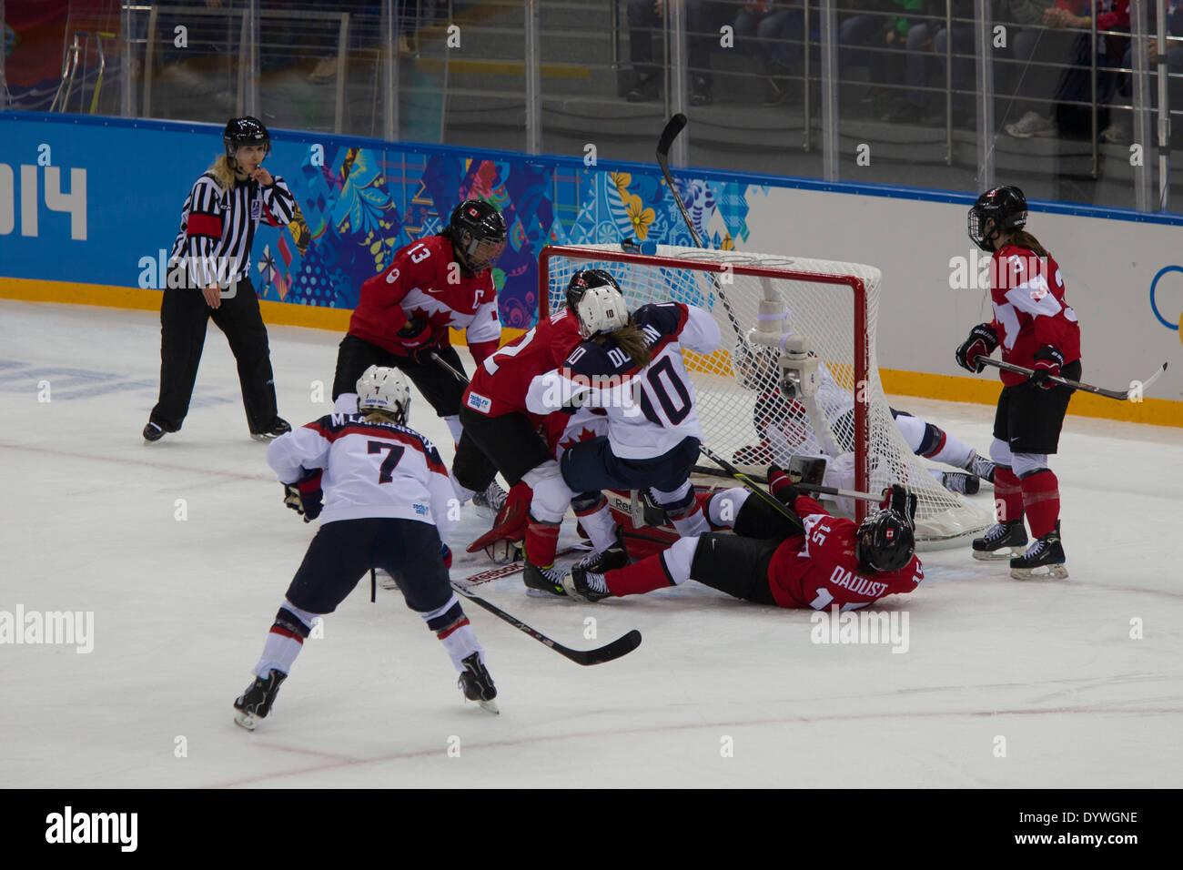 USA-Canada femminile di Hockey su ghiaccio presso i Giochi Olimpici Invernali, Sochi 2014 Immagini Stock
