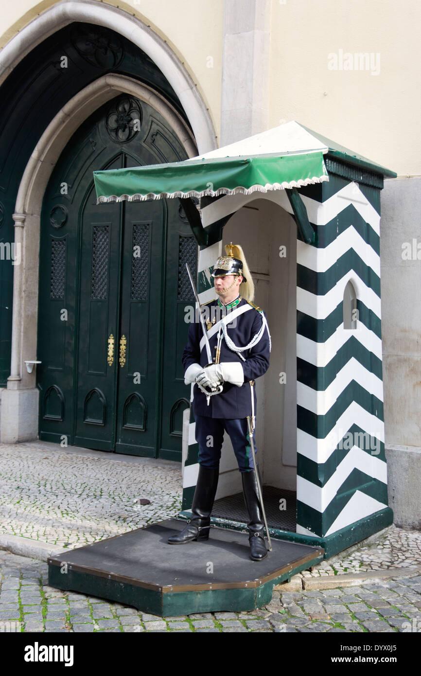Largo do Carmo, Lisbona, Portogallo. Nazionale portoghese della Guardia repubblicana (GNR sede centrale). Immagini Stock