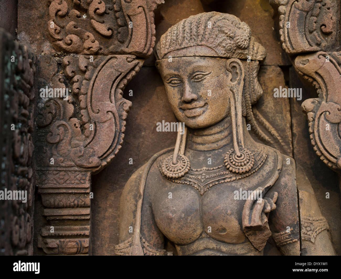 Apsara Carving al Banteay Srei tempio indù dedicato a Shiva. Siem Reap, Cambogia Immagini Stock