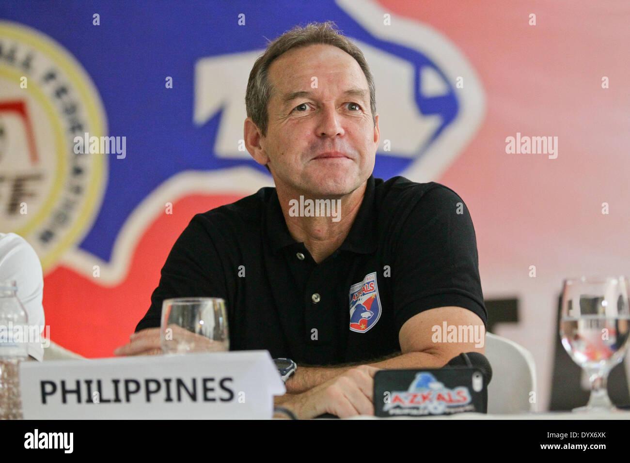 Cebu, Filippine. 26 apr 2014. Il filippino's head coach Thomas Dooley sorrisi durante le Filippine vs Malaysia conferenza stampa tenutasi a Cebu on April 26, 2014. © Mark Cristino/NurPhoto/ZUMAPRESS.com/Alamy Live News Immagini Stock
