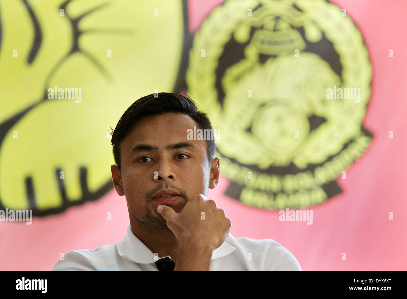 Cebu, Filippine. 26 apr 2014. La Malaysia ha capitano Aidil Zafuan gesti durante le Filippine vs Malaysia conferenza stampa tenutasi a Cebu on April 26, 2014. © Mark Cristino/NurPhoto/ZUMAPRESS.com/Alamy Live News Immagini Stock