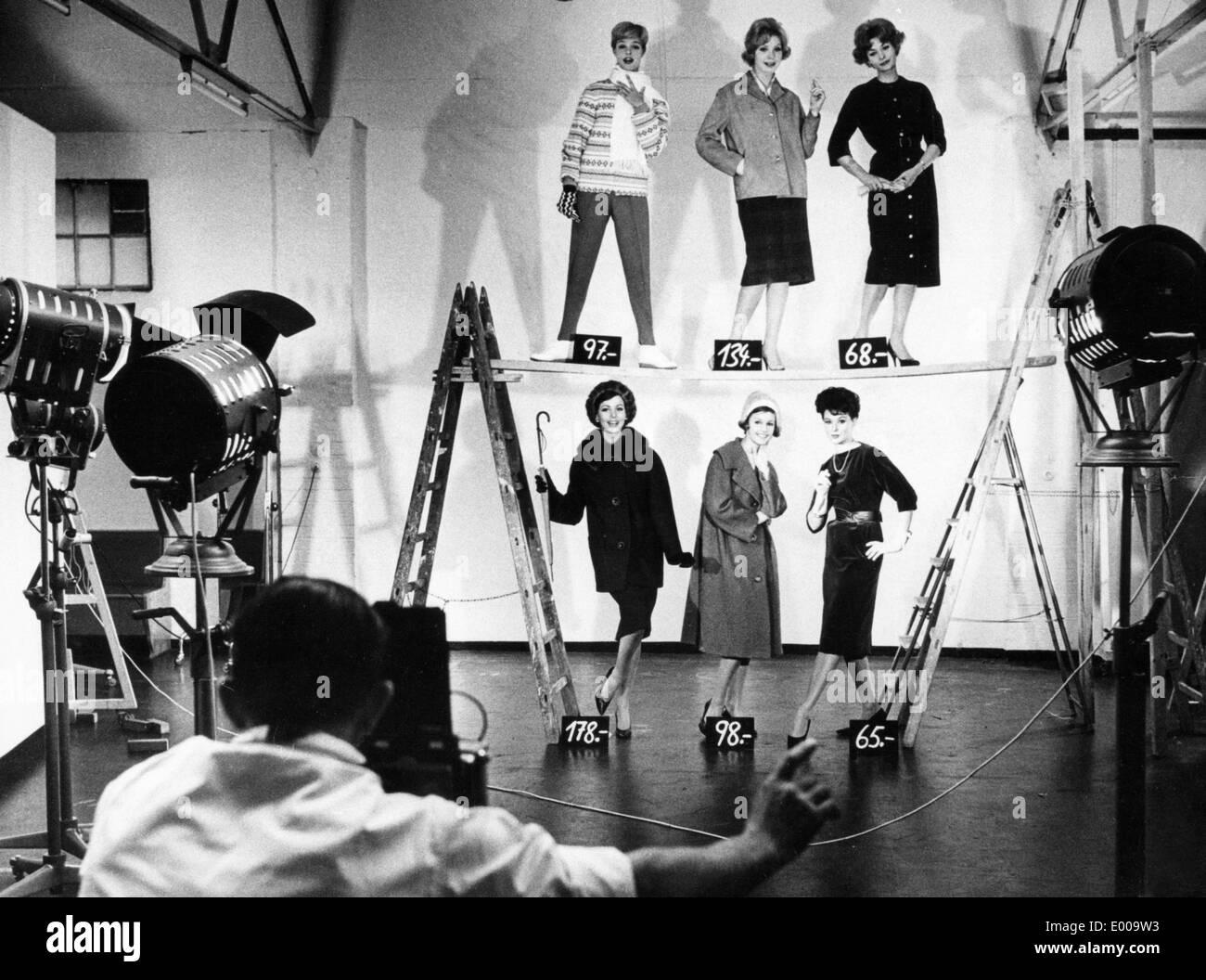 La fotografia di moda per il catalogo di Neckermann, 1960 Immagini Stock
