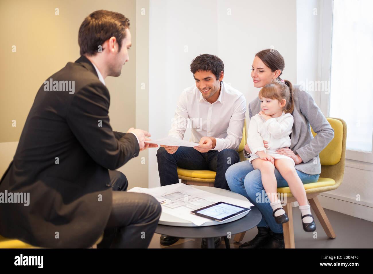 Giovane bambini house investment advisor Immagini Stock